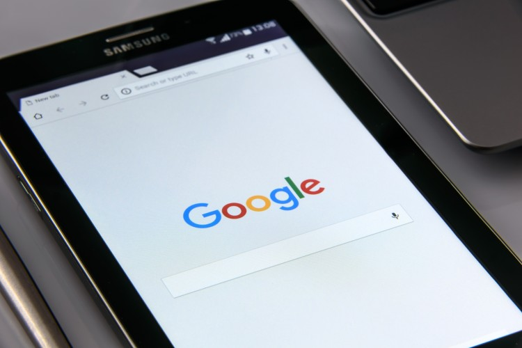 Google announces implementation of penalties for intrusive mobile pop-ups